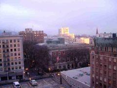 Portland o poranku z okna hotelu Paramount