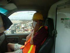 Kolega na wysypisku śmieci w NH
