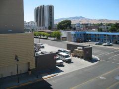 Jedna z szarych ulic w Reno