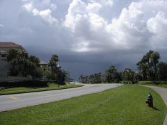 Czarne chmury zbierają się nad Florydą